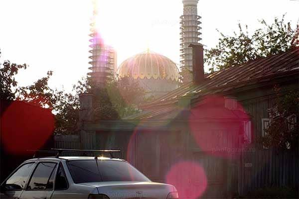 Мечеть и автомобиль